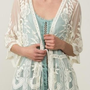 POL Lace Ivory Embroidered Kimono Shawl Coverup